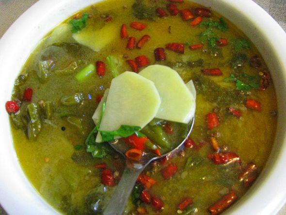腌菜羊肉汤新泰吃洋芋图片