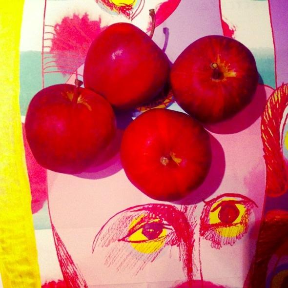 苹果也太红了。