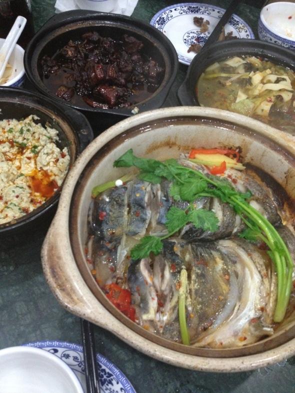 干煎鱼头煲、臭豆腐煲、鸭子煲、蔬菜煲