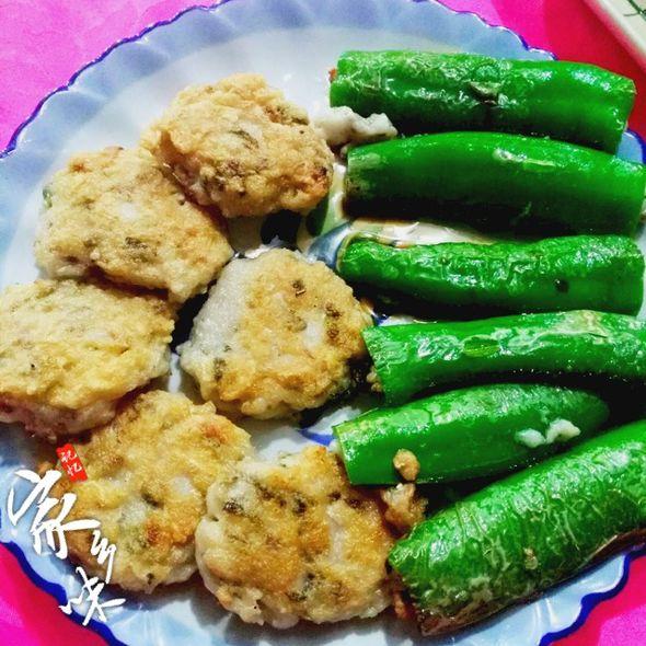 鱼饼拼煎酿辣椒
