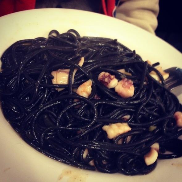 墨魚汁海鮮麵